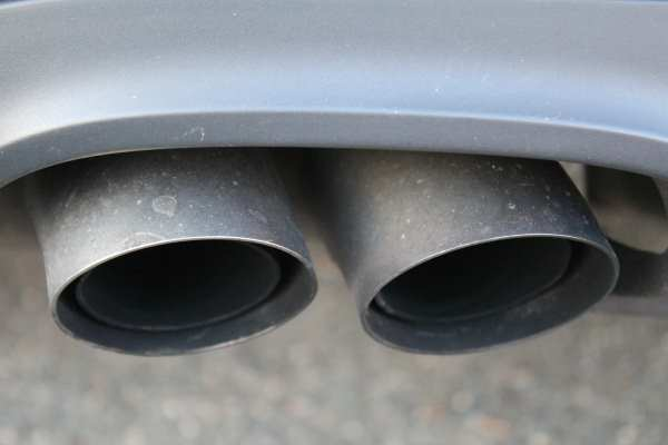Pollution, car exhaust pipes close-up (Pixabay)