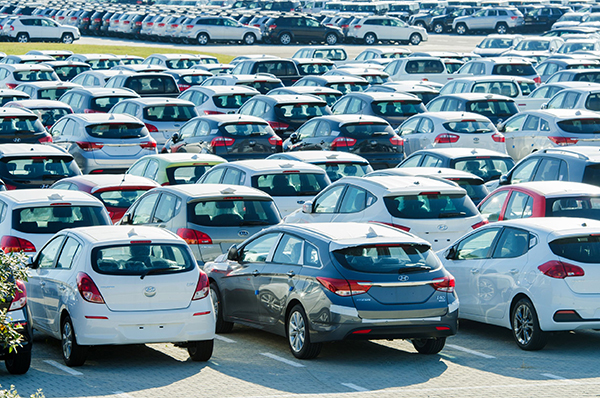 Transport, new car distribution centre (photograph: Elnur Amikishiyev/123RF)