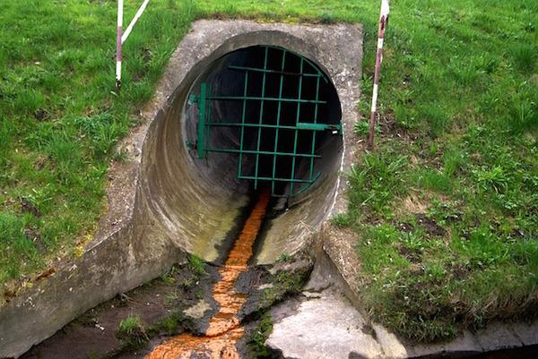 Pollution - effluent sewage sludge (Pixabay)