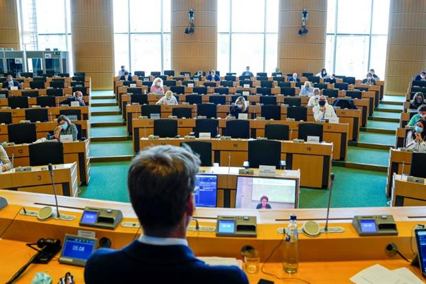 Cefic head Marco Mensink told MEPs on the environment committee (pictured) that Brexit risked creating divergent chemicals regulation between the UK and EU. Image: Daina Le Lardic / European Union