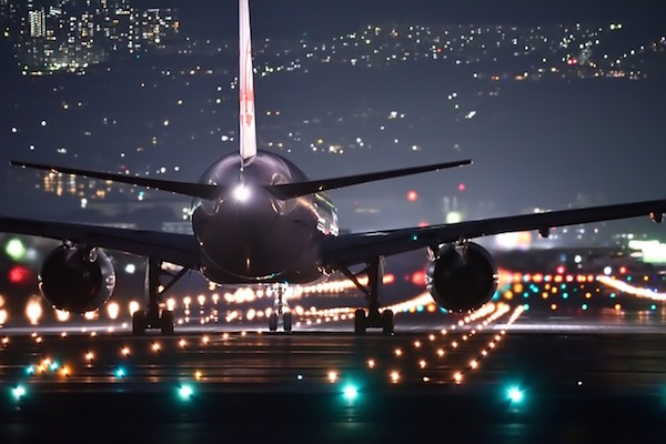 Transport - airport at night (Pixabay)
