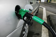 Transport, car fueling 2 (Credit: Rama)