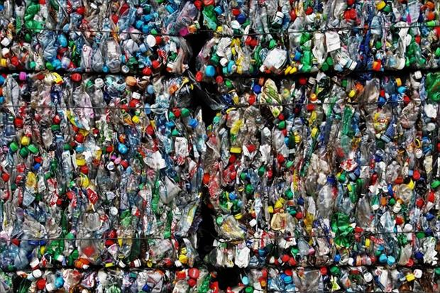 Products: Plastic waste processing (Image: pasja1000 / Pixabay)