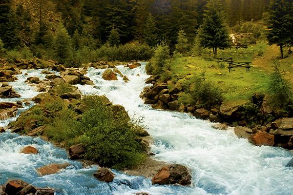 Nature, river (photograph: Fesus/123RF)