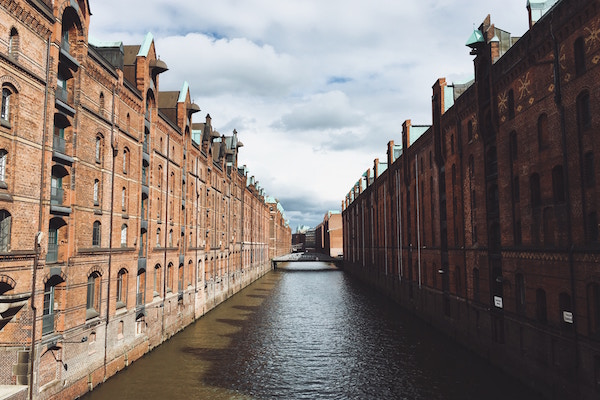 Hamburg - water and buildings (Unsplash)