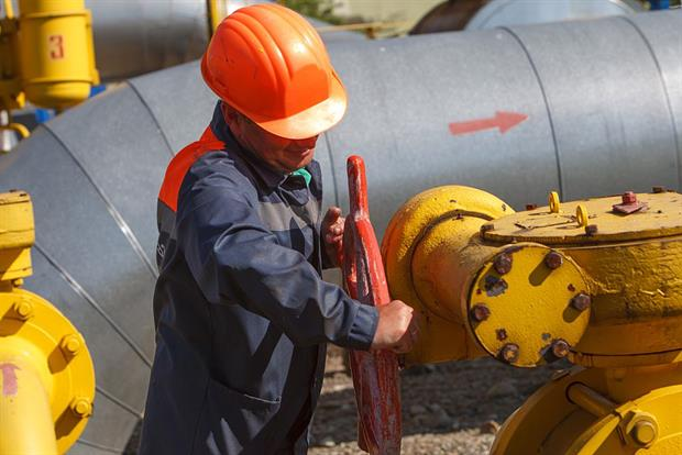 A worker turns a valve on a pipeline at the Bilche-Volytsko-Uherske underground gas storage facility, Ukraine. Critics have warned the proposed revisions to TEN-E could still support fossil gas. Photo: Alexander Zobin /AFP via Getty Images