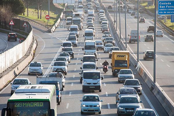 Pollution, traffic jam in Madrid (photograph: Alberto Loyo/123RF)