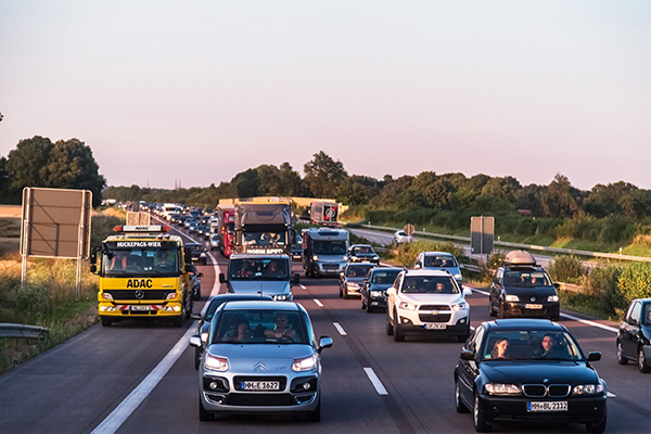 Transport, traffic on Denmark to Sweden motorway (photograph: Sergii Figurnyi/123RF)