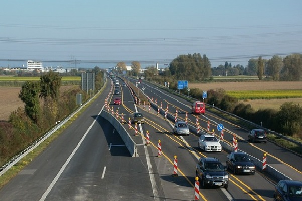 Transport - German autobahn road (Pixabay)