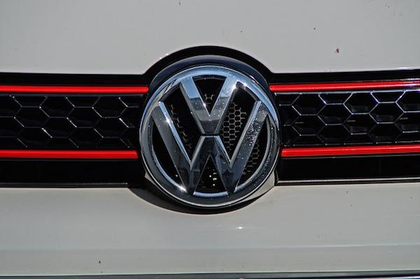 Transport - VW Golf 6 front grille (Pixabay)