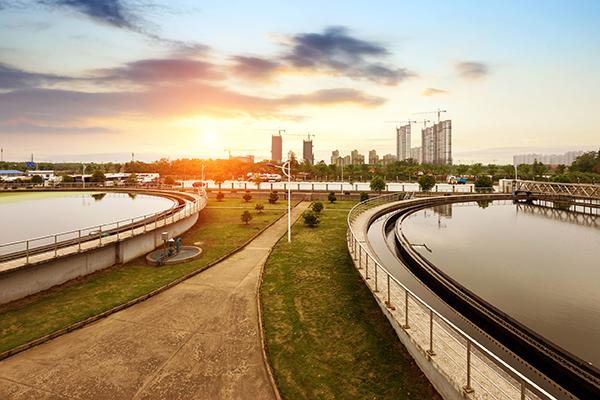 Water, wastewater treatment plant (photograph: Gui Yongnian/123RF)