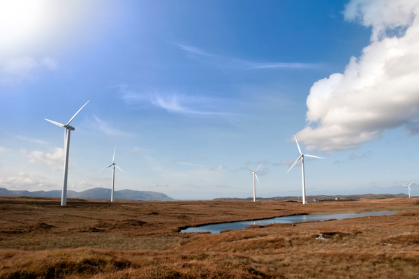 Renewables, wind farm in Ireland (photograph: David Morrison/123RF)