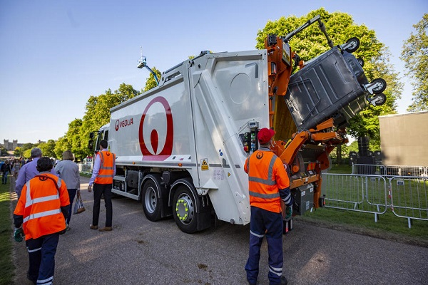 Veolia is offering £1,500 to new HGV drivers