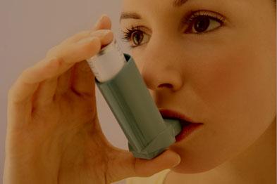 Asthma inhaler use (Photograph: GAVIN KINGCOME/SPL)