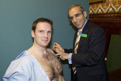 Dr Kassianos vaccinating Dr Poulter with the flu jab
