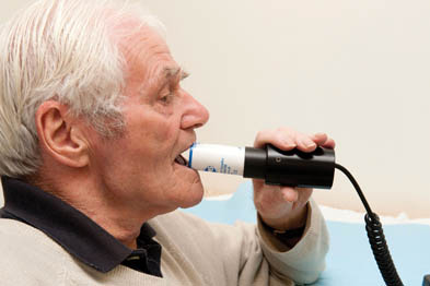 Spirometry: standard measure of lung function would improve treatment (photo: SPL)