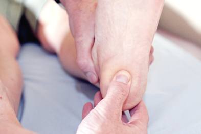 Examining a patient with heel pain (Photo:SPL)