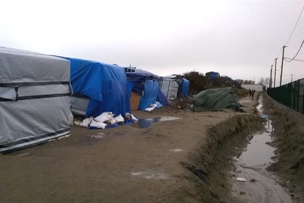 Calais refugee camp: More than 6,000 people live in makeshift camp
