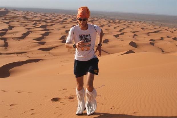 Dr Andrew Murray running in the Sahara desert