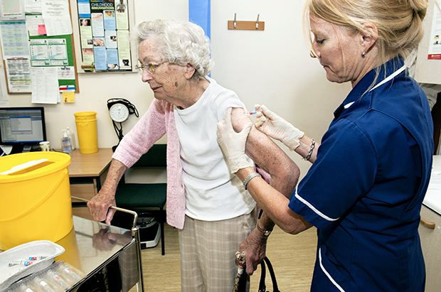 Flu vaccination clinic (Photo: Dr P Marazzi/Science Photo Library)