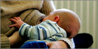 Research challenges traditional breastfeeding positions