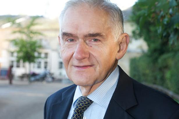 Dr Kosta Manis