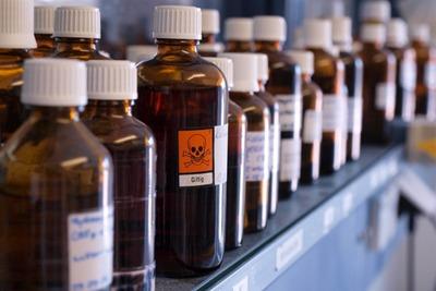 Bottles containing chemicals (picutre: dreamstime.com)