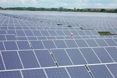 Lightsource Renewable Energy met the 31 July deadline by completing its 4.86MW solar plant near Newark-on-Trent, Nottinghamshire, just six weeks after it was approved (picture: Lightsource Renewable Energy)