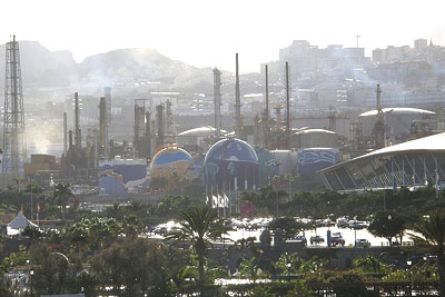 Refinery in Santa Cruz de Tenerife, Spain (photo: WelcomeInSpain under CCA-SA3.0 licence)
