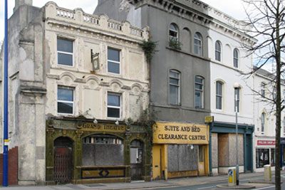 Row of empty shops in Plymouth (picture CC-BY-3.0)