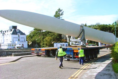 Components for a wind turbine on Skye being transported (photo: Dave Ferguson CC-BY-SA-2.0)