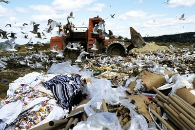 500,000 tonnes of clothes are landfilled in the UK every year (photo: United National Photo Library CC-BY-2.0)