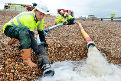 Pumping floodwater on to the beach at Bognor Regis (photograph: Environment Agency)
