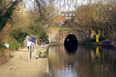 Regents Canal, London (photograph: Mark Hogan, CC-by-SA 2.0)