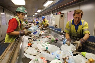 Recyclables sorting at mixed refuse facility (photograph: Sita)