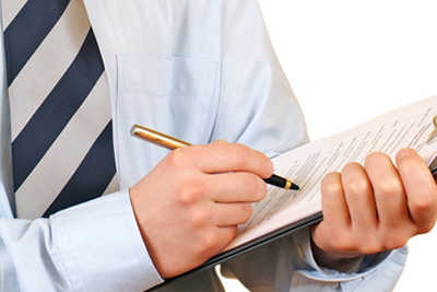 Inspector with clipboard (photograph by: Dreamstime.com)