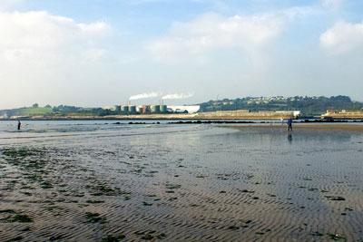 Par beach is a popular bathing area in Cornwall (photograph: Martin Pettitt/CC BY 2.0)