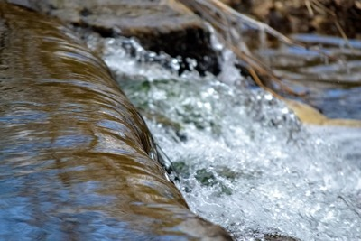 Water flowing into a storage reservoir at a water treatment facility (photograph: jessicakirshphotography/123RF)