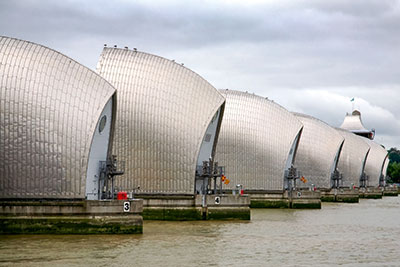 Thames Barrier (photograph: David Bukach/123RF)