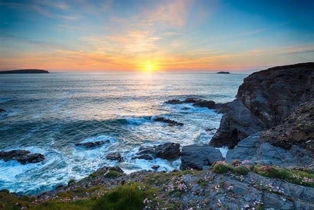 Cornish coastline (photograph: Helen Hotson/123RF)