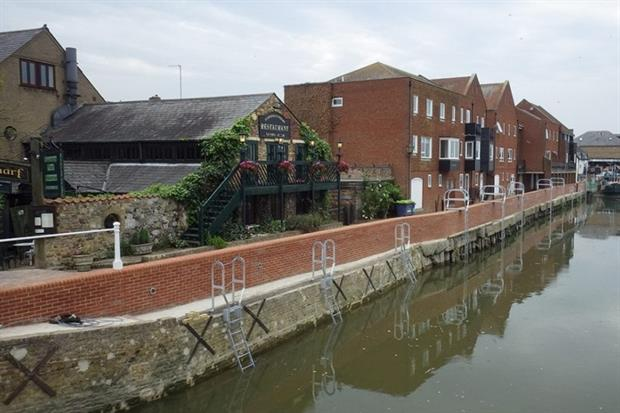 Sandwich Quay's new reinforced flood wall and raised footpath (photograph: Environment Agency)
