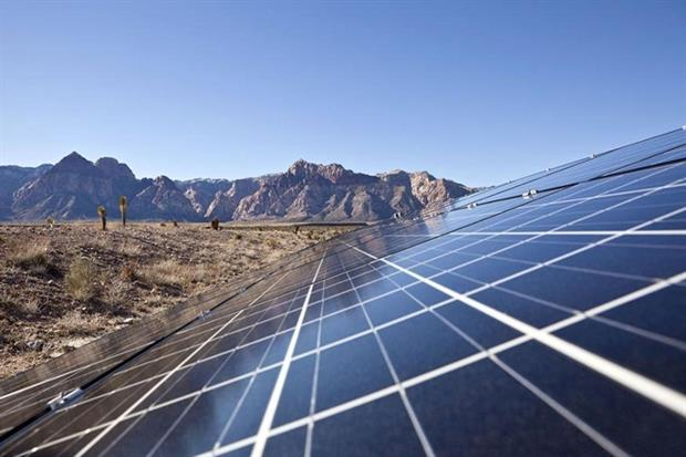 Mojave solar array (photograph © klotz / 123rf)