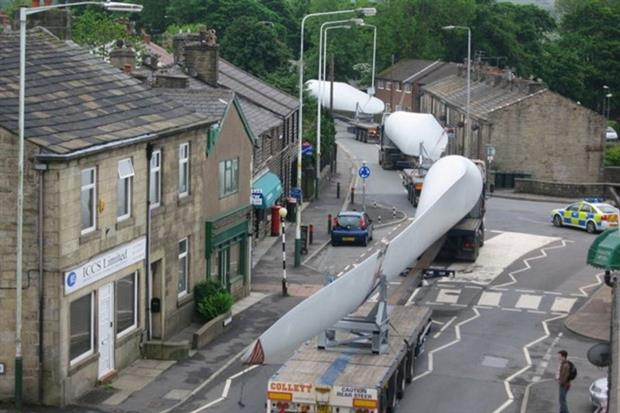Lorries carrying onshore wind turbine blades will soon be a thing of the past (photograph: Paul Anderson CC BY-SA 2.0)