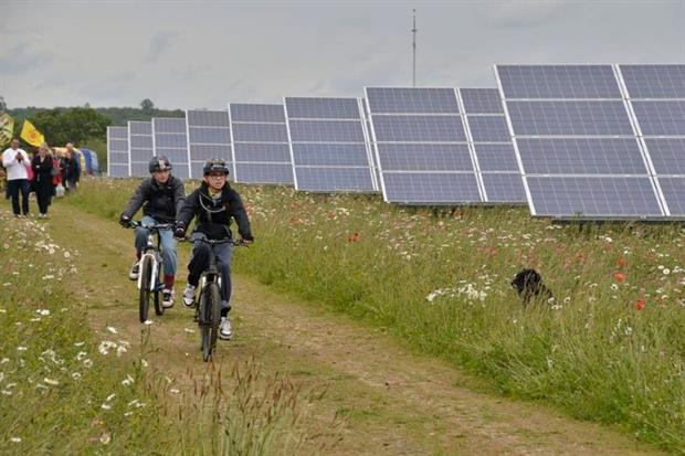 The Westmill Solar Co-operative operates the UK's first community-owned solar farm (Credit: Ben Cavanna, CC BY-SA 3.0)