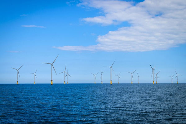 Offshore wind drove UK renewable generation investment to record levels in 2015. Photograph: Nuttawut Uttamaharad/123RF