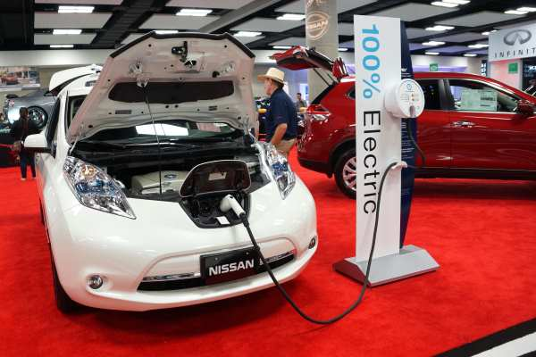 Strengthened electric car policies would encourage Nissan to make the next generation of its Leaf model in the UK, said EAC chair Mary Creagh