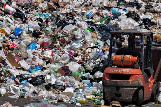 Plastics recycling (pic: ~jar{}, CC BY 2.0, Flickr)