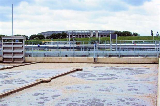 Sewage treatment ( Jim Linwood, Flickr, CC BY 2.0)
