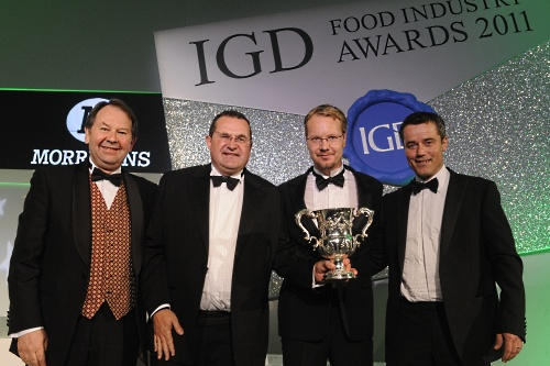 Bastow (second from left) collects IGD award for Lincolnshire Herbs - image: IGD