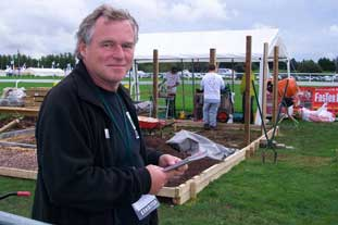 Peter Killen judges the World Landscaping Competition at IoG Saltex 2008 - photo: HW